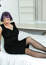 Big Breasted Mature Cougar Doing Her Toy Boy In Bed